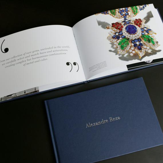 """Création et fabrication de l'édition Over 60 years of Passion pour Alexandre Reza. Contenu de la page """"Agence de communication""""."""