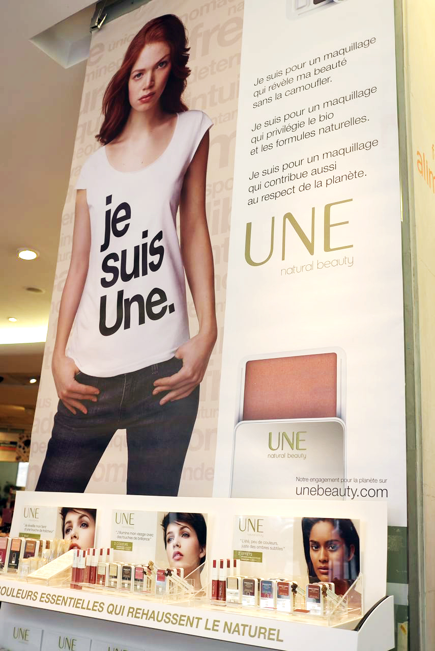 Création, fabrication et installation du corner UNE sur le Monop des Champs Elysées.